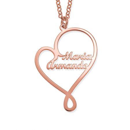 Collier de noms et de cœur écrit avec amour